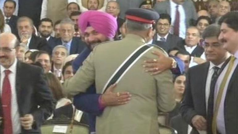Navjoth Singh Sidhu makes the most immoral comment on Pulwama Attack!