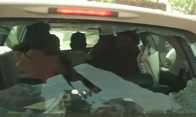 બંગાળમાં ચૂંટણી દરમિયાન હિંસા, બાબુલ સુપ્રિયોની ગાડી પર હુમલો, સમર્થકો પર થયો લાઠીચાર્જ