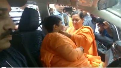 Sadhvi Pragya breaks down after meeting BJP leader Uma Bharti