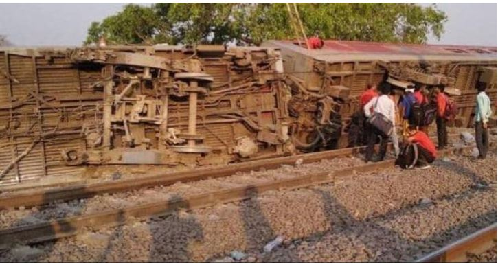 કાનપુર: પૂર્વા એક્સપ્રેસના 12 કોચ પાટા પરથી ઉતર્યા, 900 પ્રવાસીઓને લઈને સ્પેશયલ ટ્રેન દિલ્હી થઈ રવાના