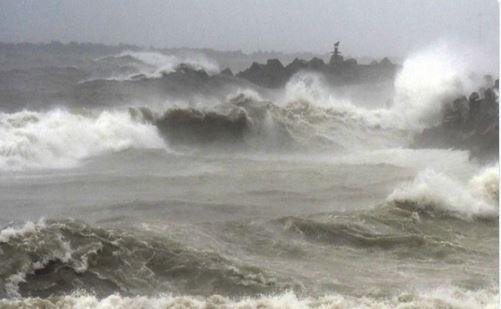 Cyclone Fani has started weakening, says IMD; Kolkata airport to be shut, Mamata cancels rallies : Updates