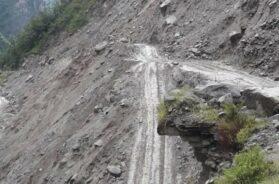 Landslide-at-Badrinath-highway-after-heavy-rains