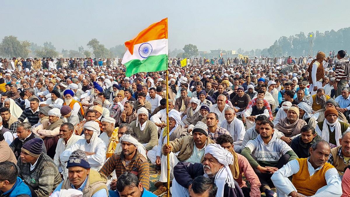 "Farmers' ""Mahapanchayat"" in Karnal Attracts Huge Gathering"